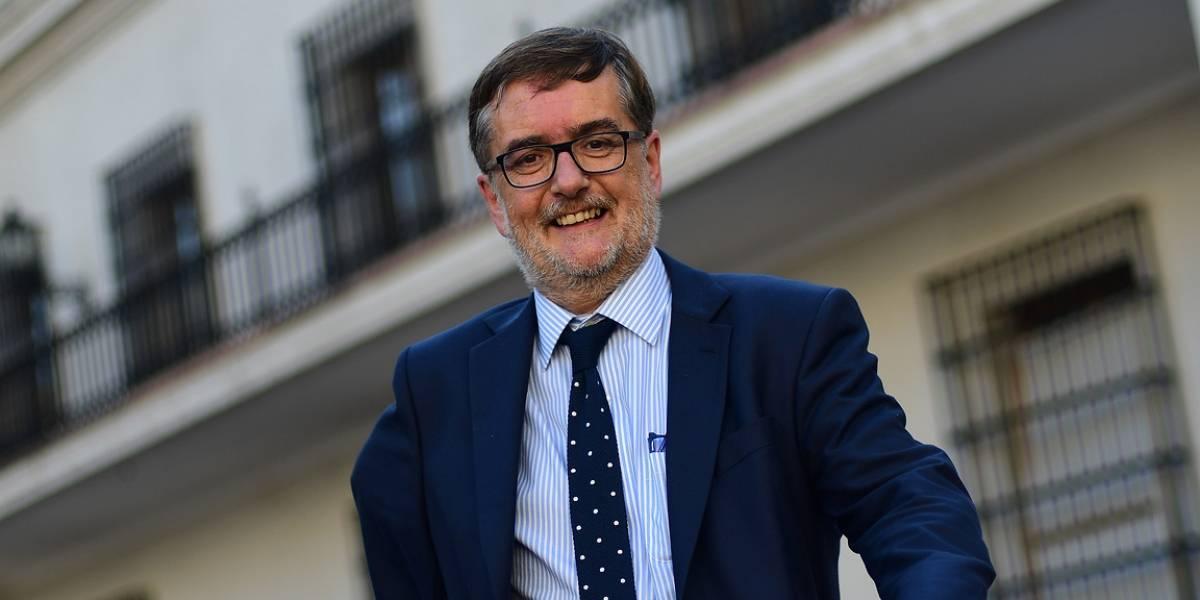 """El fail del vicepresidente de Evópoli: trata de funar al Frente Amplio por ausentismo en la sala y """"arroba"""" al Frente Amplio de Uruguay"""