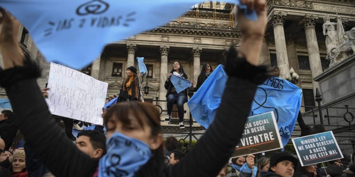 Agresión entre manifestantes tras el debate definitivo sobre el aborto legal en Argentina BBC
