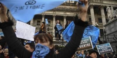 Agresión entre manifestantes tras el debate definitivo sobre el aborto legal en Argentina