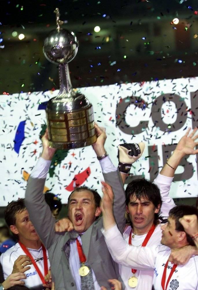 Nery Pumpido festejó la Libertadores 2002 con Olimpia como DT / Foto: AP