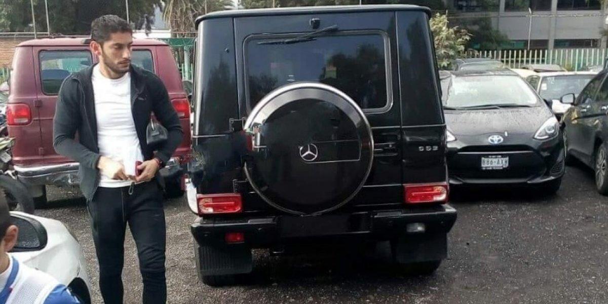 Auto de 'Chuy' Corona es llevado al corralón