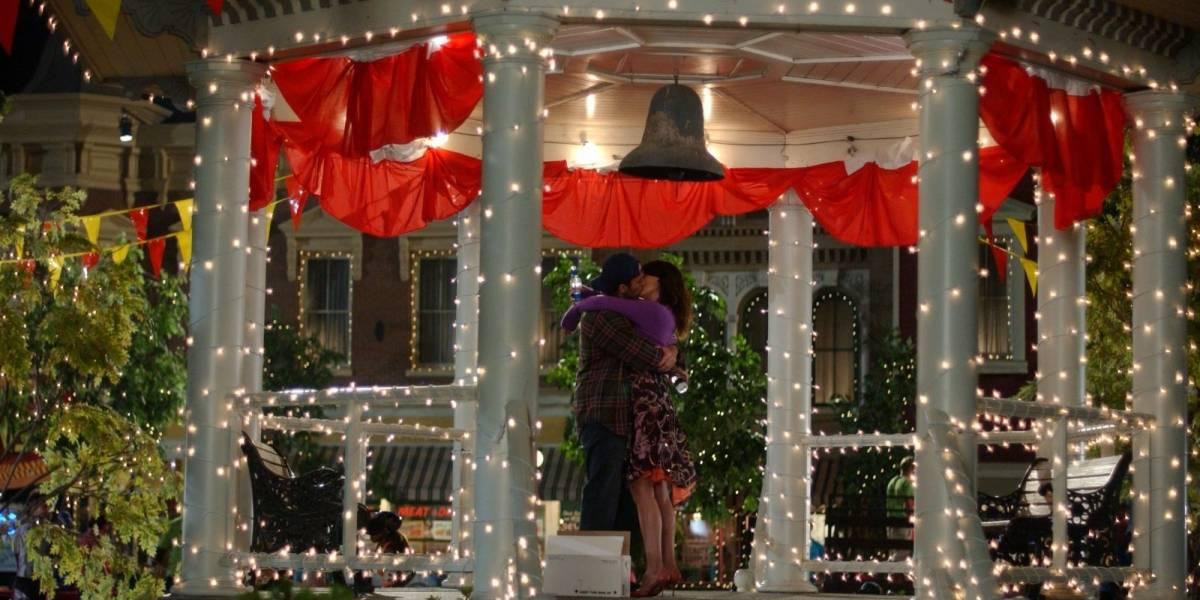 Fã de 'Gilmore Girls' é pedida em casamento em gazebo de Stars Hollow