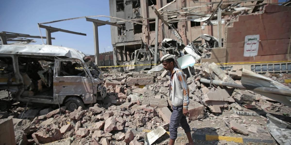 Horrible ataque: bombardean bus escolar y decenas de niños mueren en Yemen