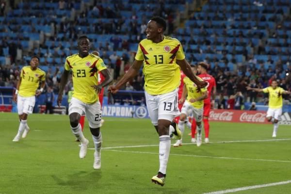 El zaguero de Colombia Yerry Mina festeja tras marcar el gol para el empate 1-1 contra Inglaterra en el tiempo reglamentario del partido por los octavos de final del Mundial en el estadio Spartak de Moscú, el martes 3 de julio de 2018.