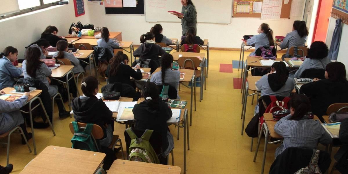 ¿Se podría implementar en Chile? Expertos analizan el modelo finlandés que reúne en una sala a cien niños y cuatro profesores