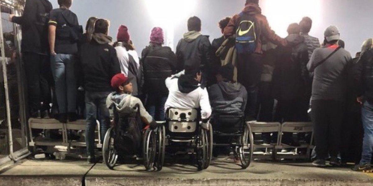 ¿Falta más inclusión en el estadio de Colo Colo?: la foto de hinchas en silla de ruedas que abrió fuerte debate en redes sociales