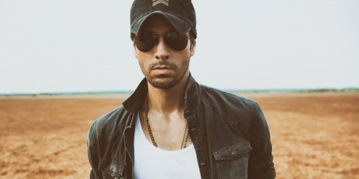 Critican a Enrique Iglesias por sobrepasarse con una mujer en pleno concierto