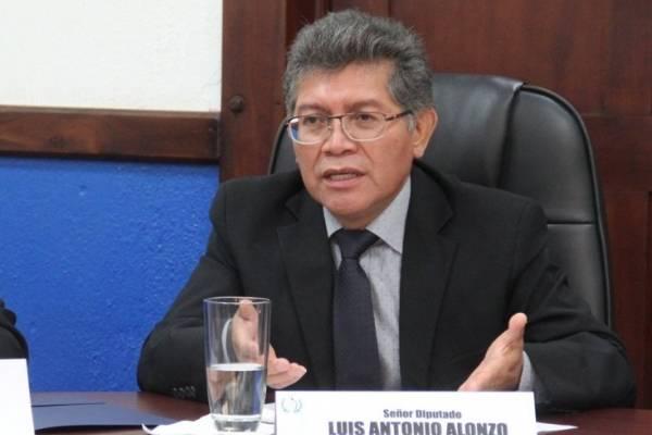 Pernilla Alonzo considera que no hubo ilegalidad en aceptar de último momento a Velásquez.