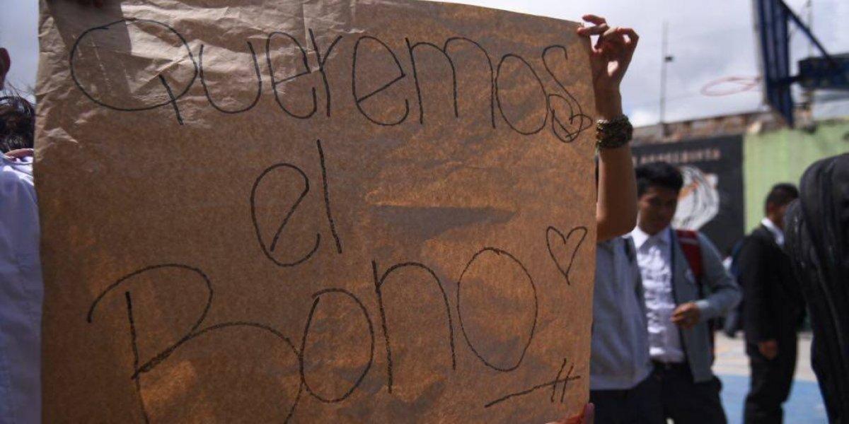 EN IMÁGENES. Alumnos del Instituto Rafael Aqueche toman instalaciones y se niegan a recibir clases
