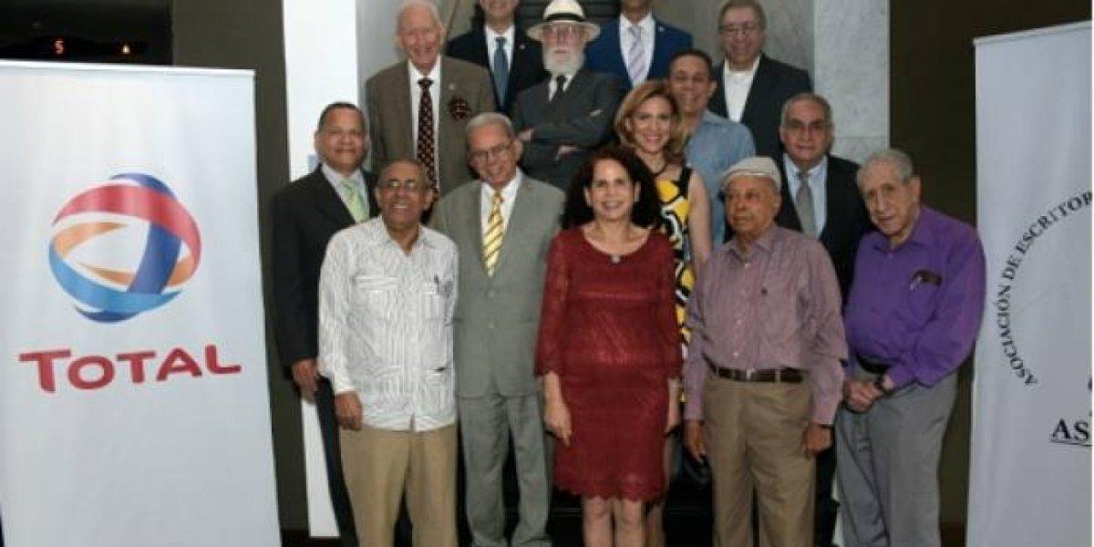 "Bolívar Díaz Gómez, Jeanette Miller y Julia Álvarez ganadores del  premio ""Caonabo de Oro"""
