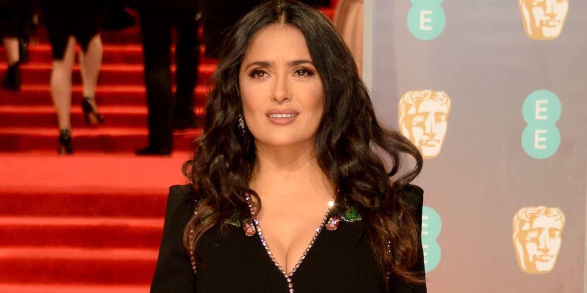 Salma Hayek deja en shock a sus fans al lucir irreconocible como una sexy rubia