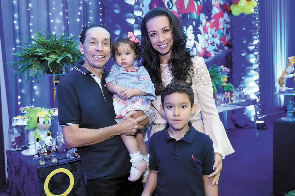 Valdecir Torezani comemorou com a família e amigas os 7 anos do seu pequeno Miguel com grande festa Cloves Louzada