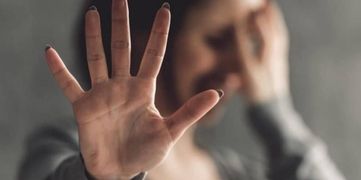 Detienen a hombre tras perseguir a su ex novia por todo el mundo