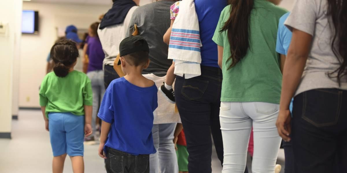 Estados Unidos retira niños de centro de detención en Texas