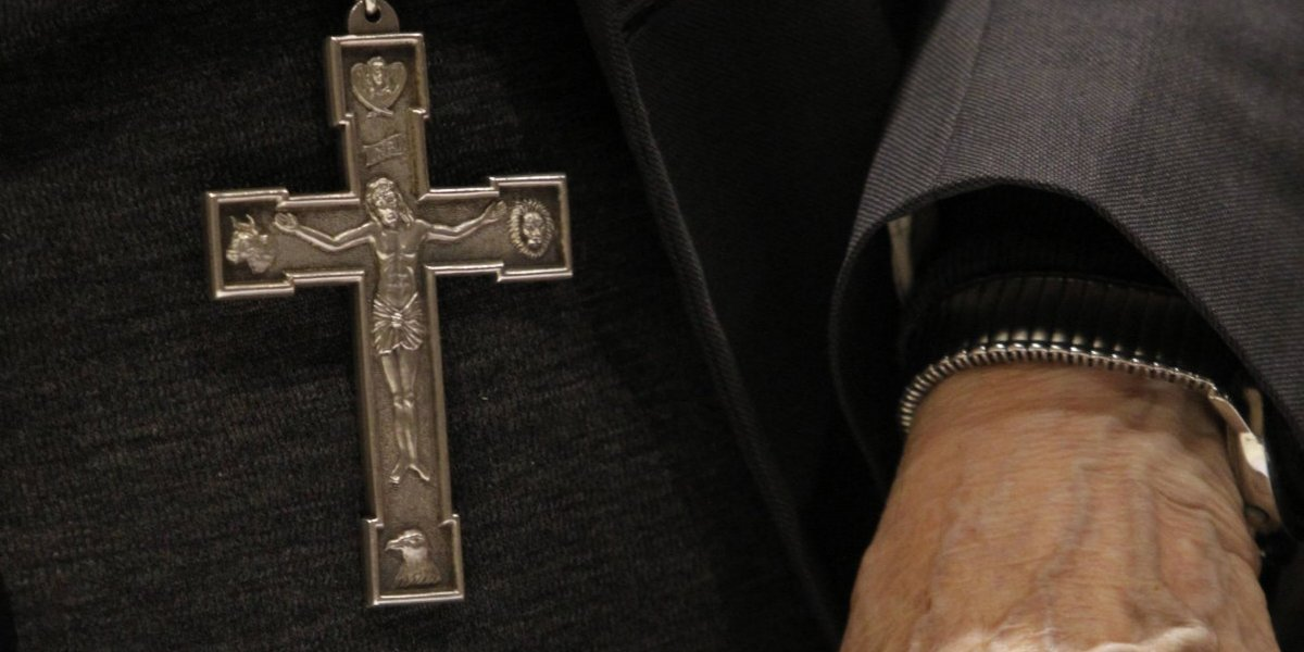 Sacerdote fue impuesto de medidas: Arzobispado de Santiago inició investigación al presbítero David Vera Andrade por abusos sexuales