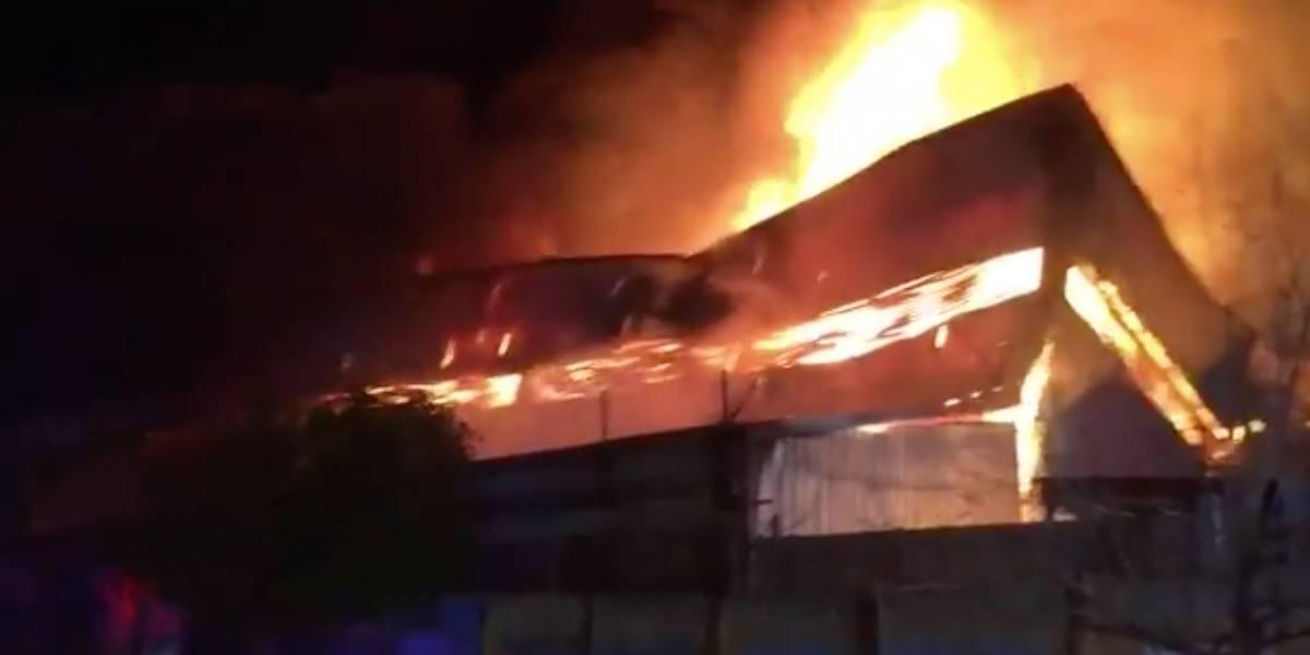 Ladrones con oxicorte lo habrían originado: robo frustrado provocó incendio que destruyó bodegas de Belsport
