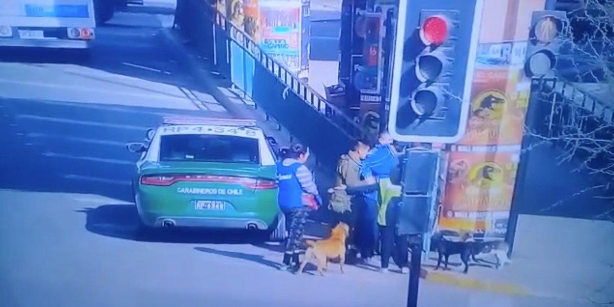 Policía dispara y mata a perro; desata indignación (fuerte video)