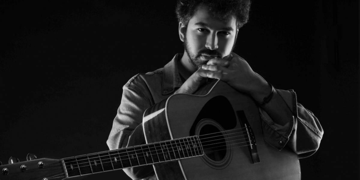"""Cantautor nacional Álvaro Zambrano estrena """"Copihue Rojo"""", primer adelanto de su próximo EP"""