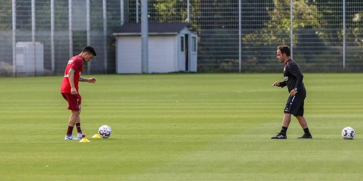 Charles Aránguiz volvió a entrenar en el Leverkusen tras superar problemas en la rodilla