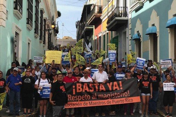 Los manifestantes rumbo a la Fortaleza, durante la protesta llevada a cabo durante la tarde de hoy, 10 de agosto de 2018. / Foto: David Cordero Mercado