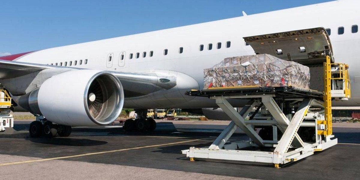 Competitividad y JAC acuerdan impulsar el transporte de carga aérea
