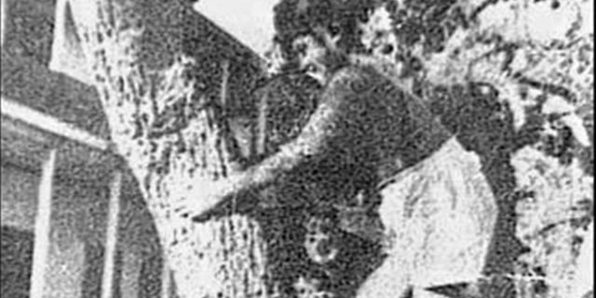 """La curiosa historia del """"niño lobo"""" chileno cumple 70 años"""
