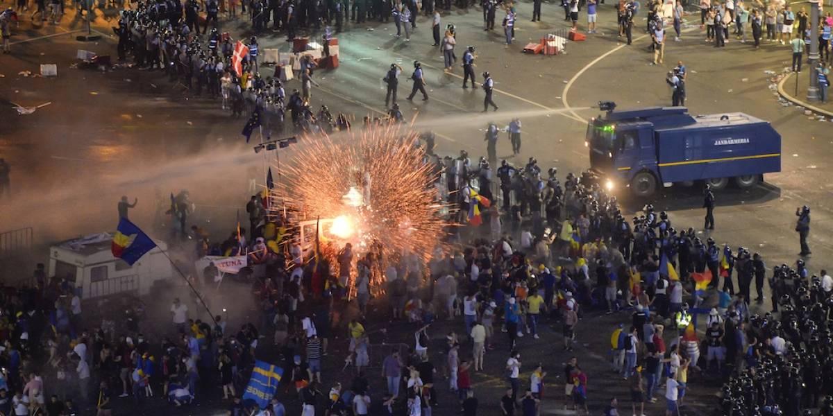 Más de 400 personas son atendidas tras protesta violenta en Rumania