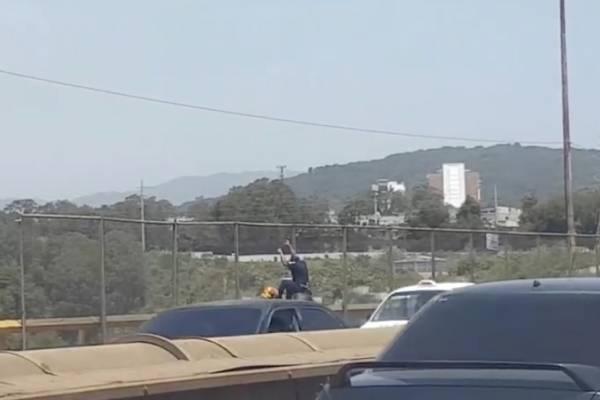 Un hombre intentó lanzarse del puente del Incienso.