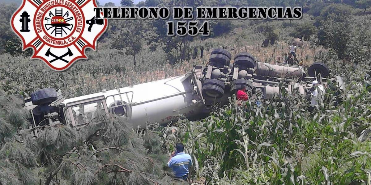 Tanque de gas propano vuelca en la carretera hacia la frontera con El Salvador