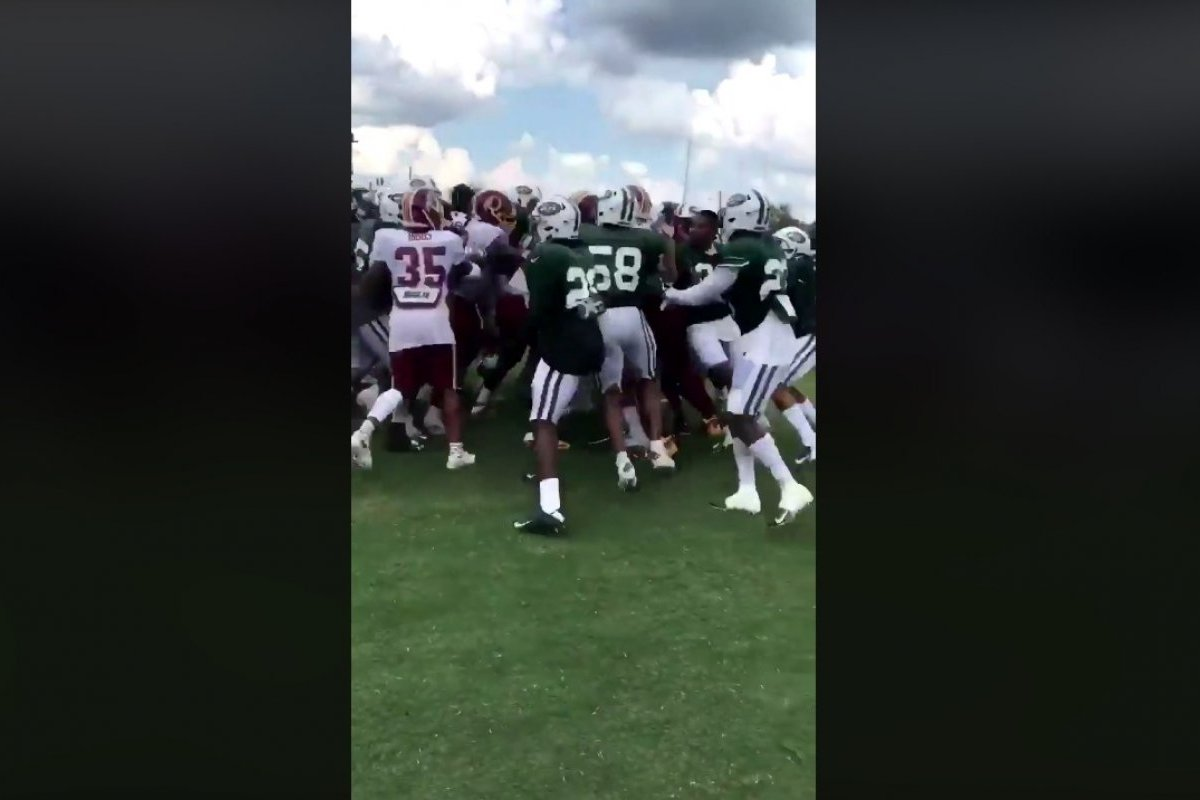 Gun fight between players of Jets and Redskins