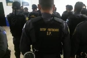 Agentes del Sistema Penitencario previo al ingreso de las requisas.