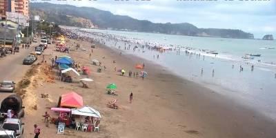 Las playas de Esmeraldas continúan con turistas el domingo de feriado