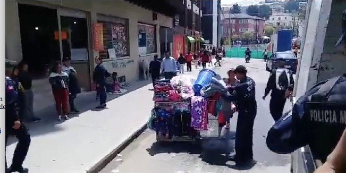 ¡Y se le llevaron las colchas! Nuevo video de policías municipales se viraliza