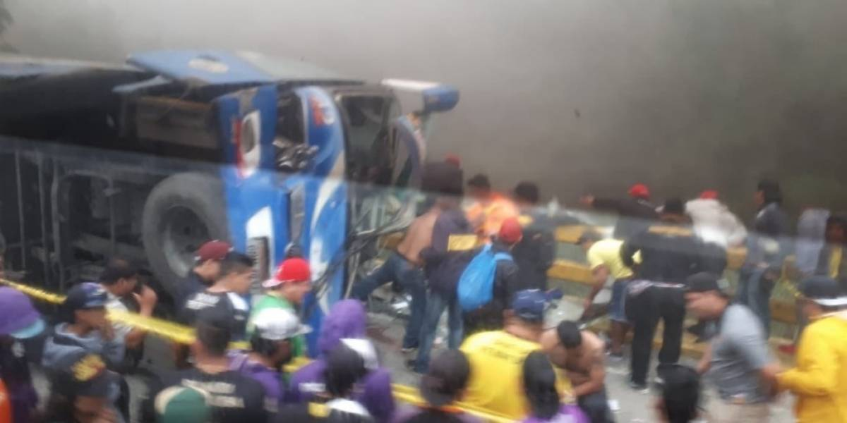 Se accidentó bus que transportaba hinchas de Barcelona