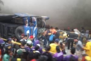 Doce fallecidos tras accidentes de bus que llevaba a hinchas de Barcelona SC
