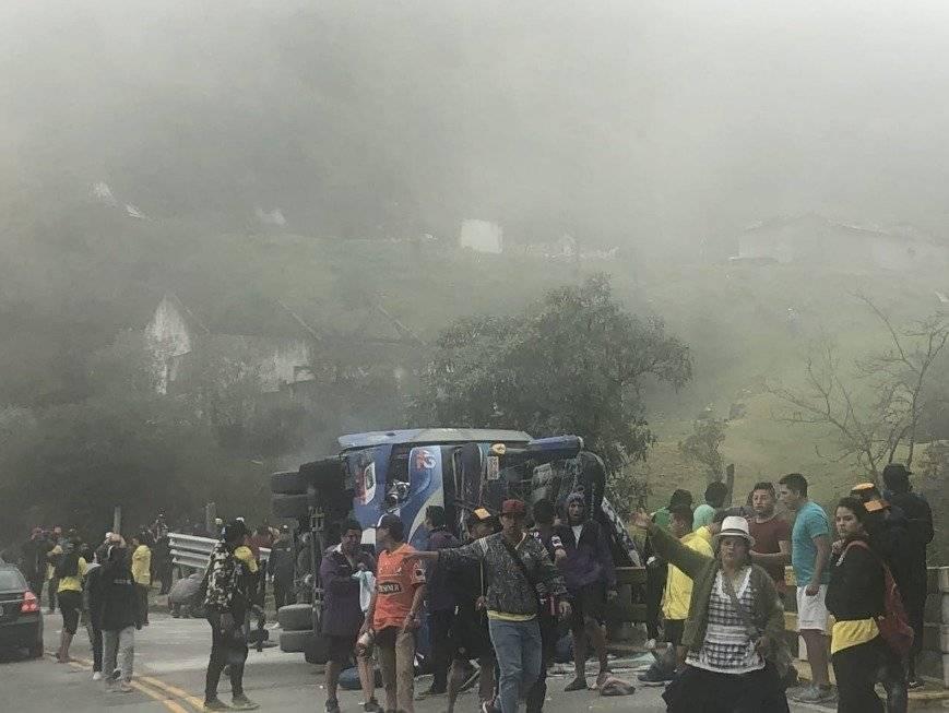 Doce hinchas del Barcelona ecuatoriano murieron en un accidente