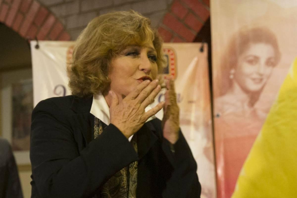 Angélica María cae en concierto del Auditorio Nacional