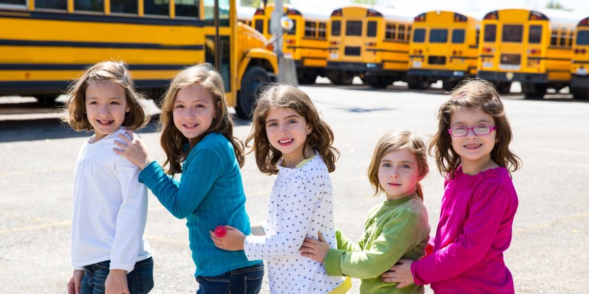 En qué debes fijarte para escoger transporte escolar