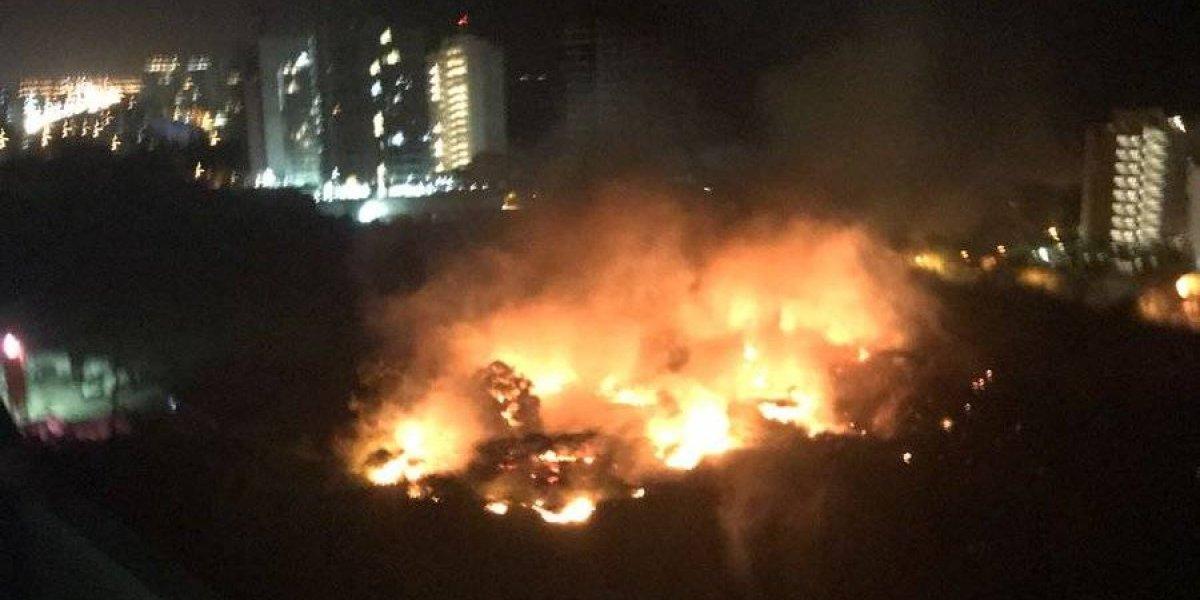 ¡Atención! Grave incendio en edificio en vía que une a Santa Marta y Barranquilla