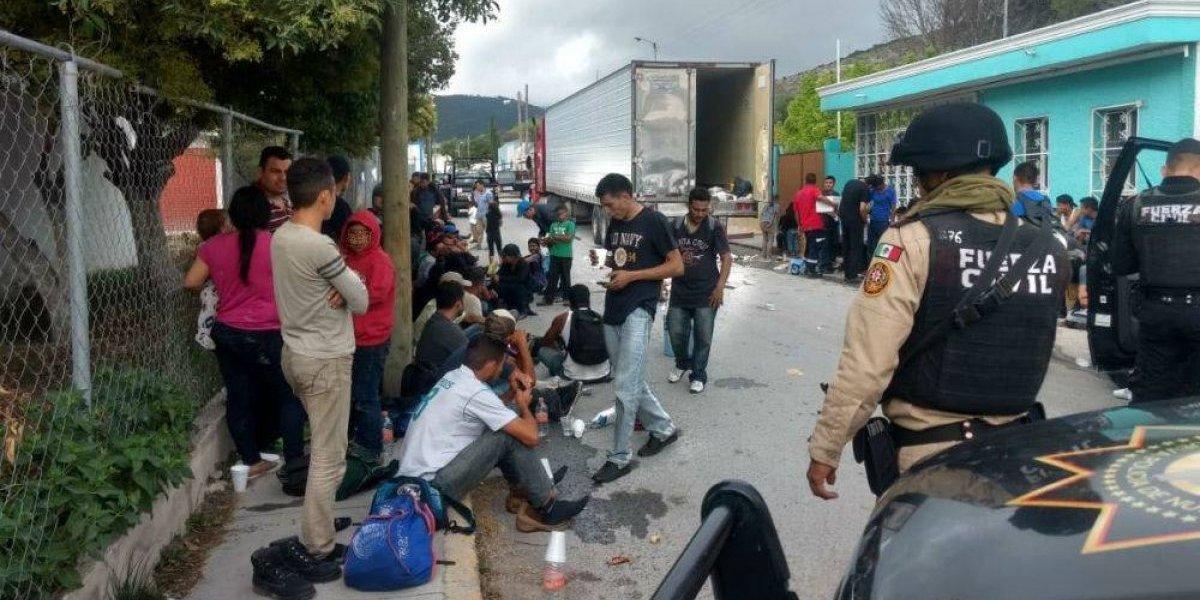 Interceptan tráiler con 161 indocumentados en Aramberri, Nuevo León