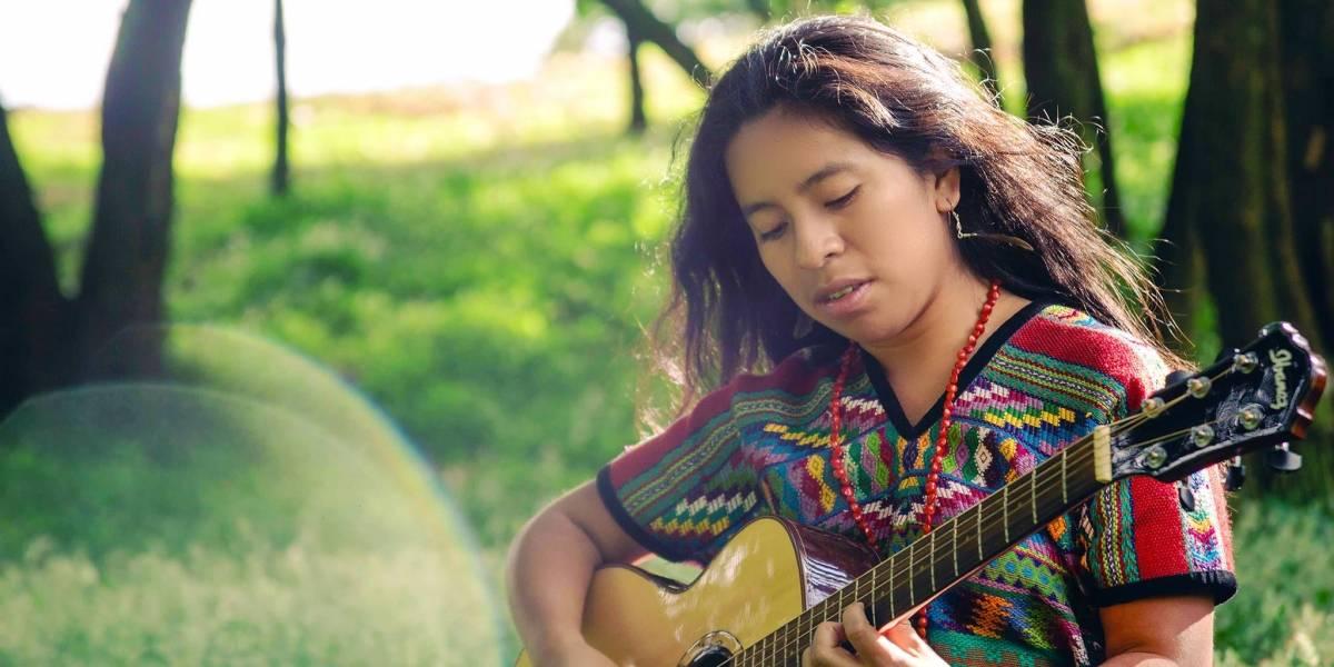 La cantante guatemalteca Sara Curruchich sigue brillando en Francia con su música