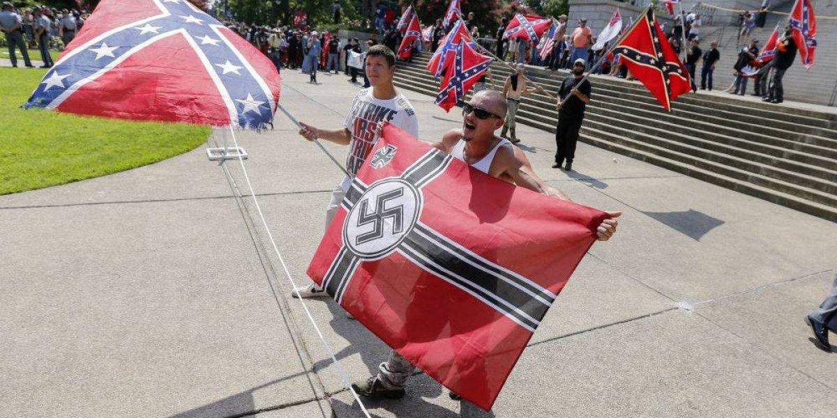 Supremacistas y anti racistas se manifiestan frente a la Casa Blanca