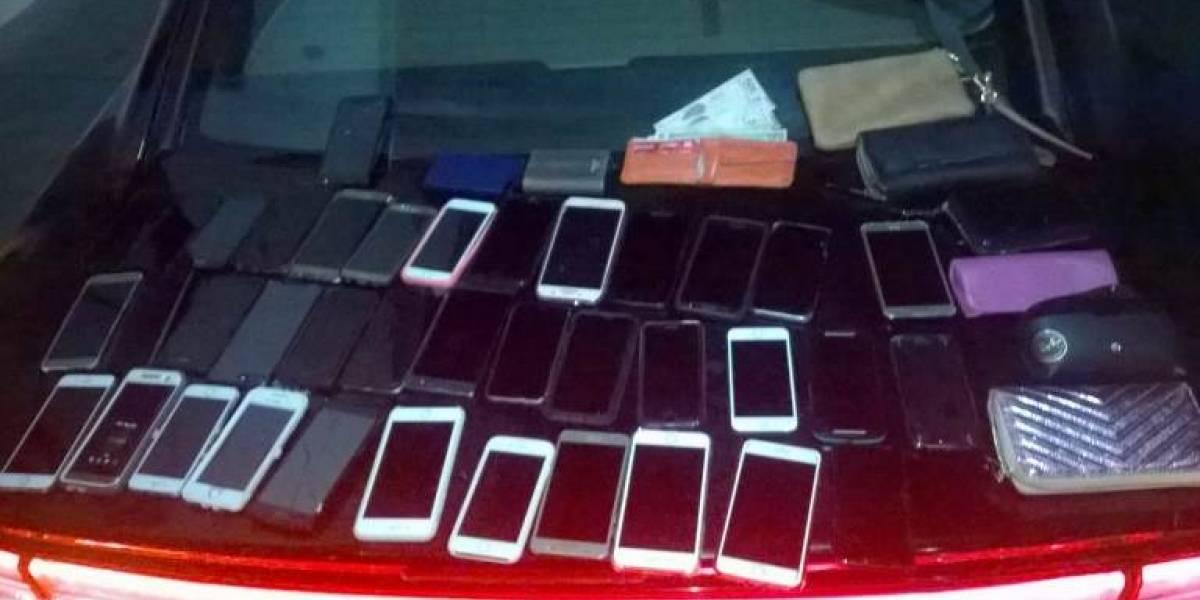 Cae pareja de capitalinos por robar celulares en Cabuland de Monterrey