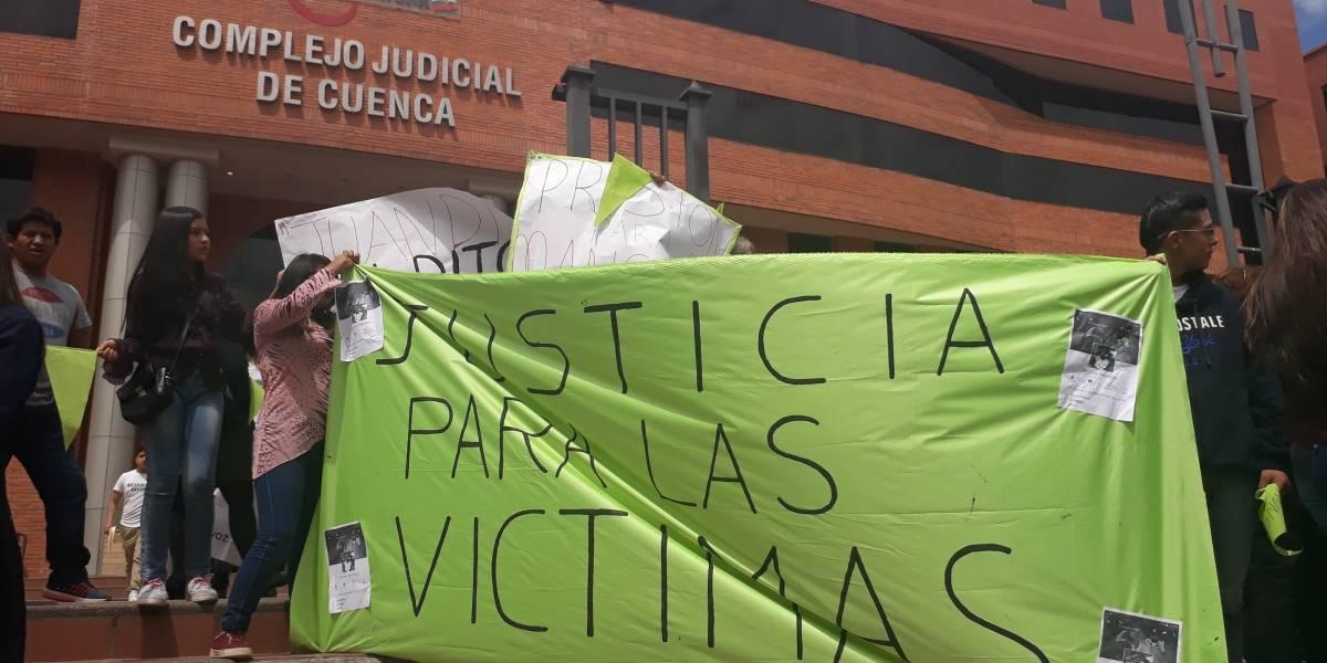 Cuenca: Plantón en contra de hombre que abusó a más de 30 jóvenes