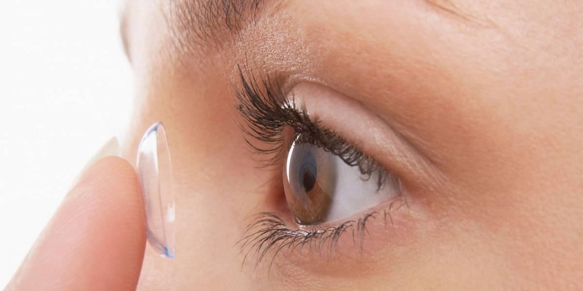 Una mujer que usaba lentes de contacto quedó ciega luego de que un parásito devorara uno de sus ojos