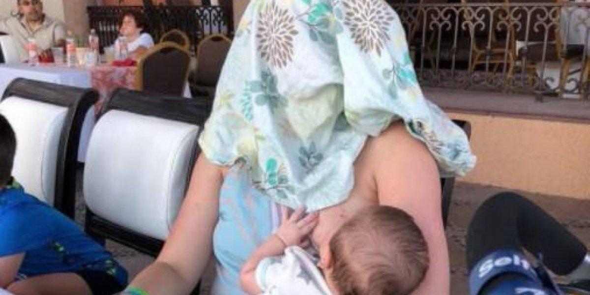 Le pidieron que se cubriera mientras estaba amamantando a su hijo y su respuesta fue épica