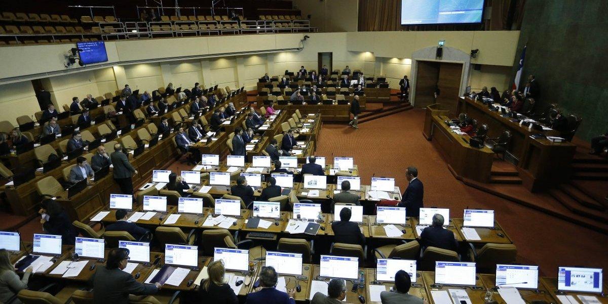 """""""Sándwich parlamentario"""" inicia debate sobre los privilegios laborales del Congreso"""
