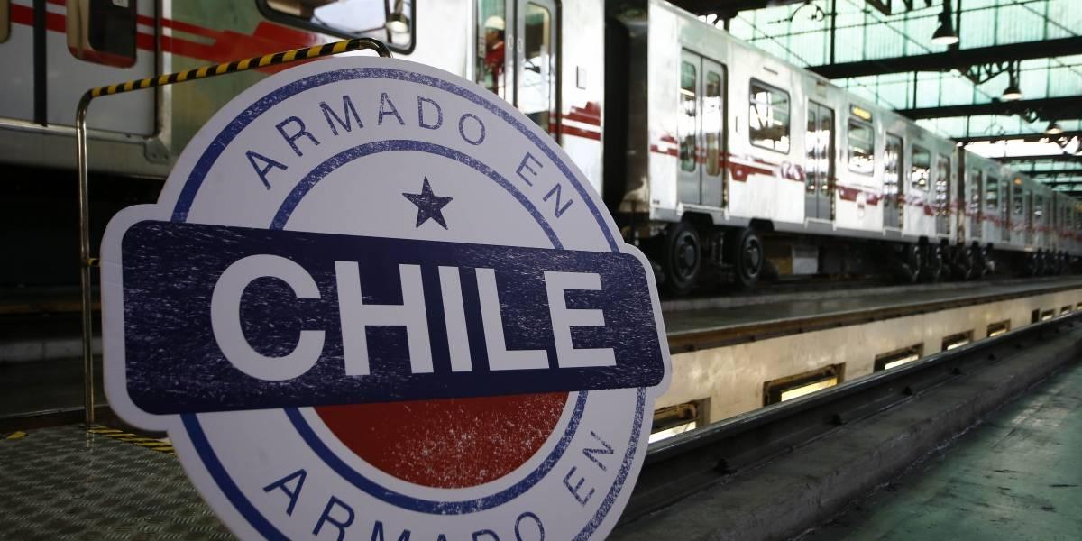 Piñera visita la primera flota de trenes de Metro ensamblado en Chile
