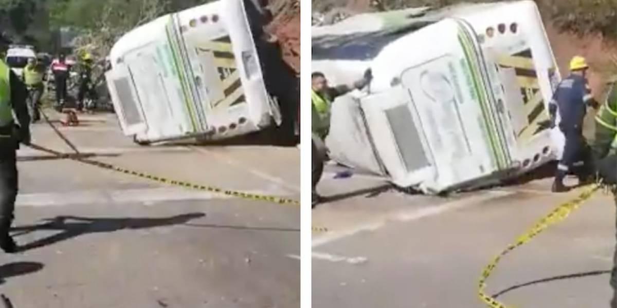 ¡Atención! Accidente de bus con varios hinchas del Atlético Nacional deja varios heridos
