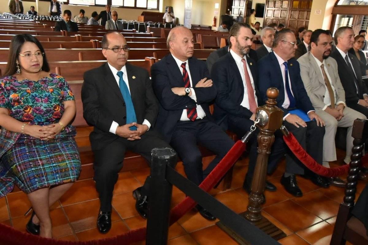 Los ministros ocuparon las primeras filas de la sala de vistas públicas de la CC. Foto: Edwin Bercián